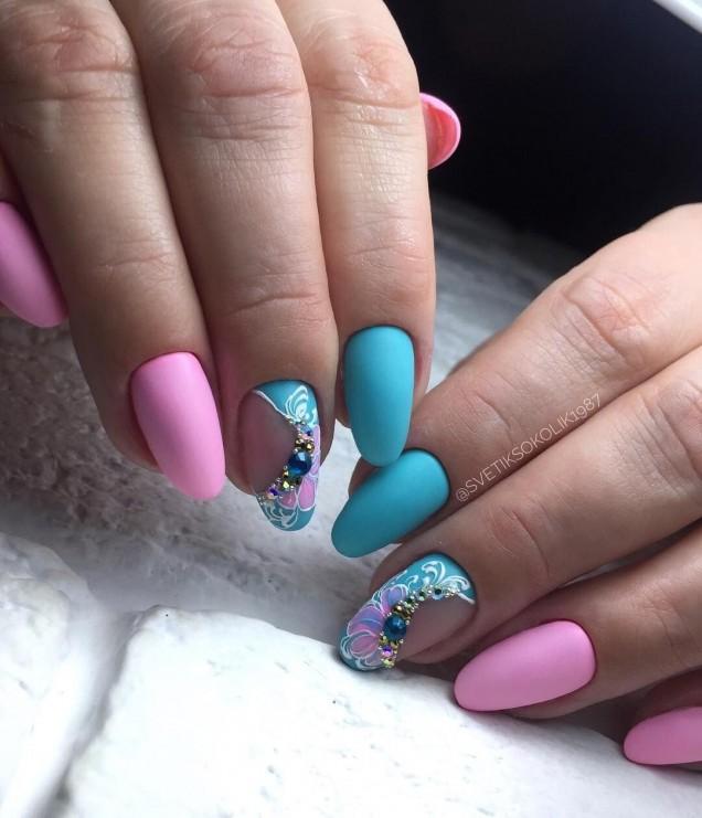 пролетен маникюр в синьо и розово