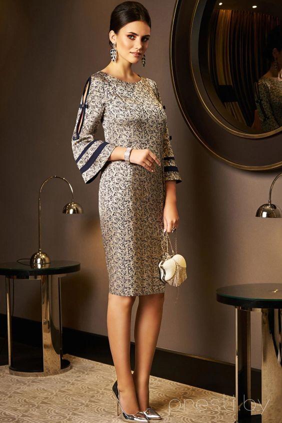 Вталена рокля с широки ръкави