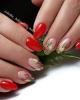 маникюр с червено и цветя