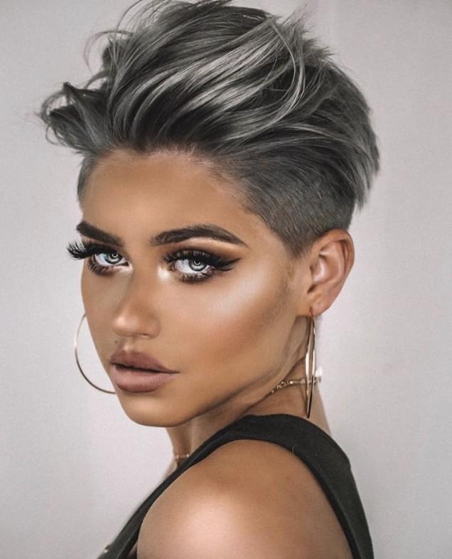 Модерна прическа за къса коса 2019