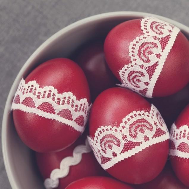 Декориране на яйца с дантели