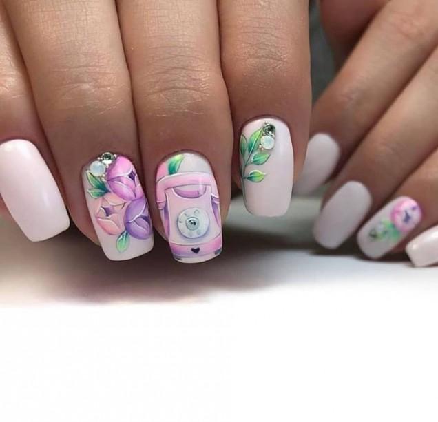 семпъл маникюр с цветя