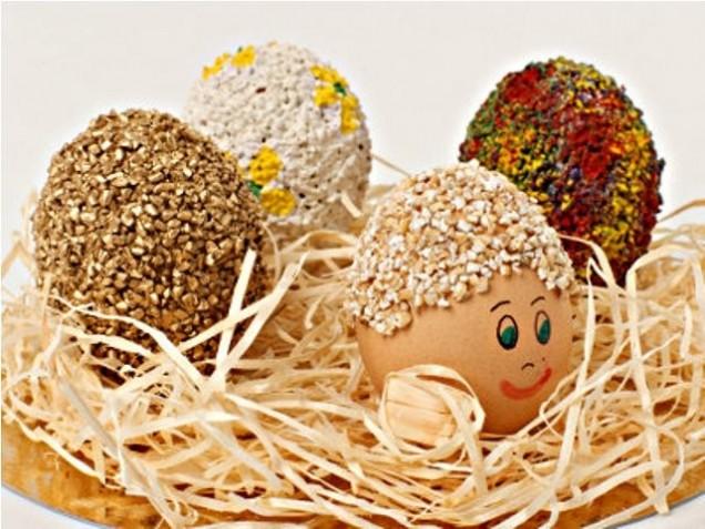 Декориране на яйца с овесени ядки