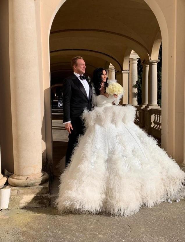Цеци Красимирова в приказна рокля