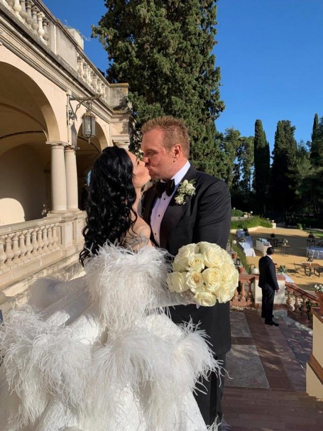 приказната сватба на Цеци