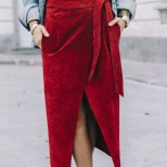 дълга пола с колан в ярко червено