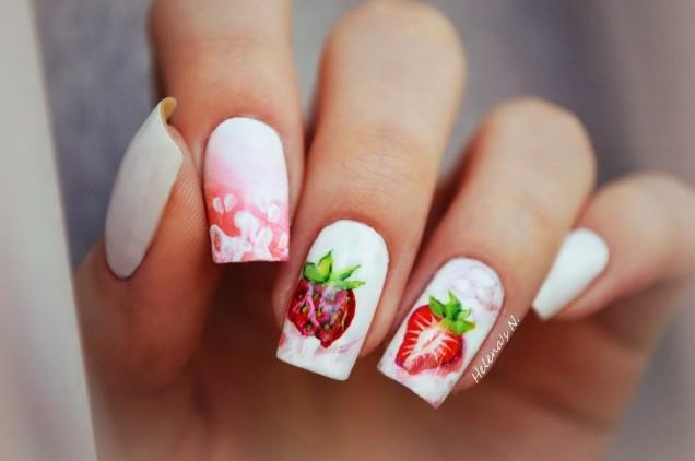 бял ягодов маникюр