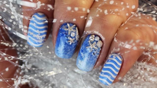 морски мотиви в синьо и бяло