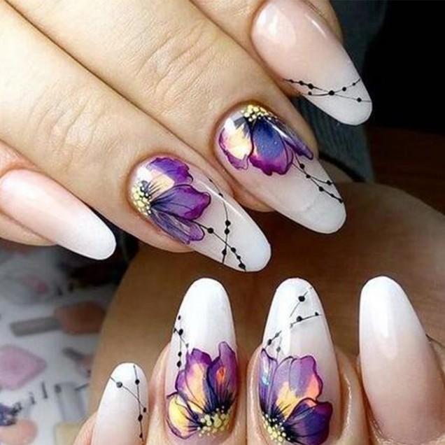 Маникюр с цветя
