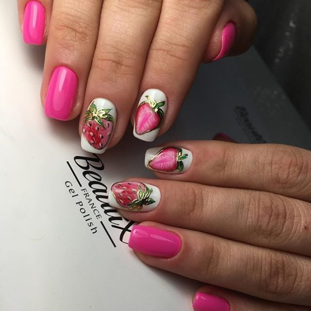 ягодов маникюр в розово