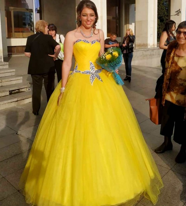 жълта рокля за бала