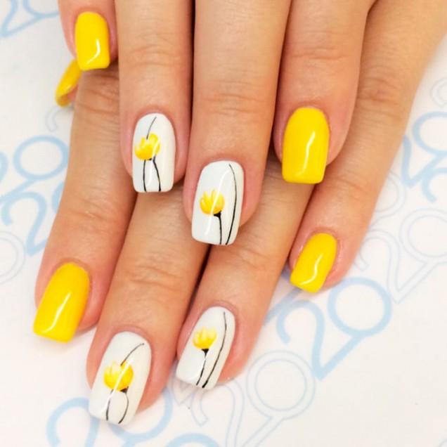 жълт маникюр бели цветя