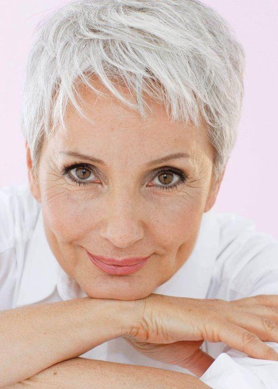 Прическа гарсон за жени на 50