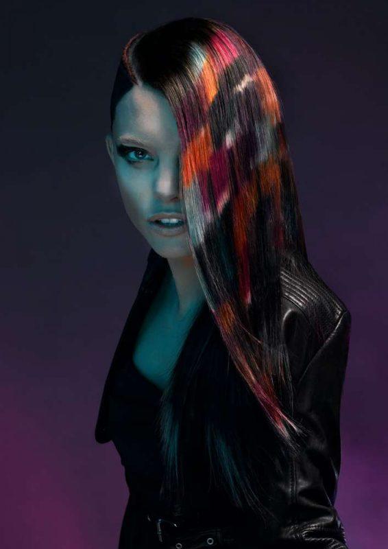 коса с ярък принт