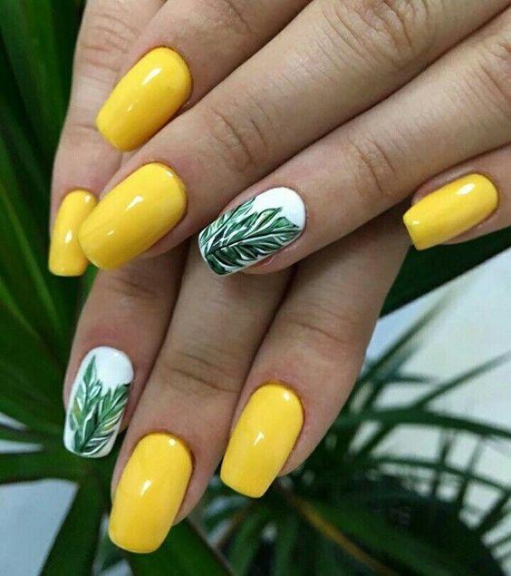 жълт маникюр със зелени листа