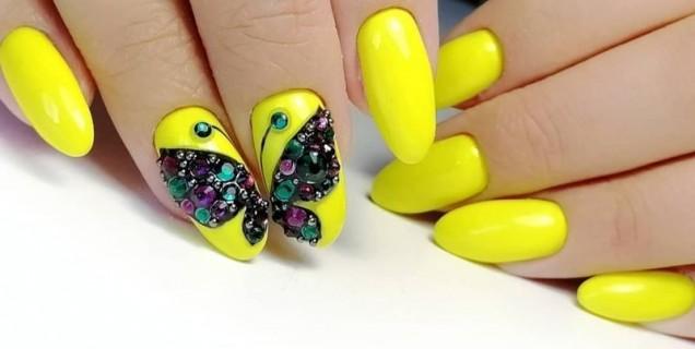 жълто с пеперуди и камъни