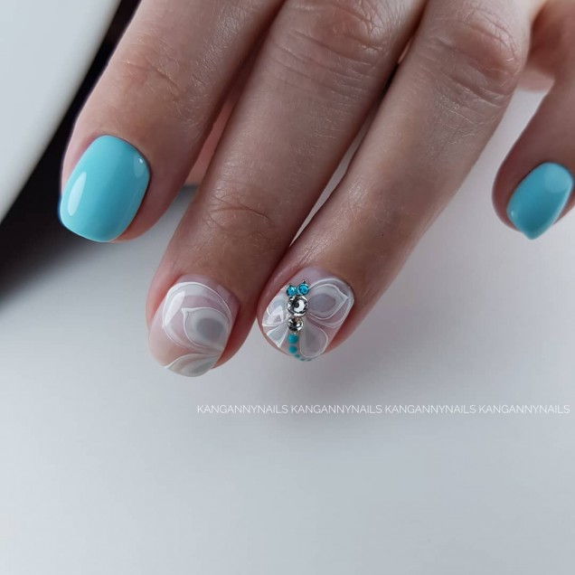 Рисувани нокти с цветя