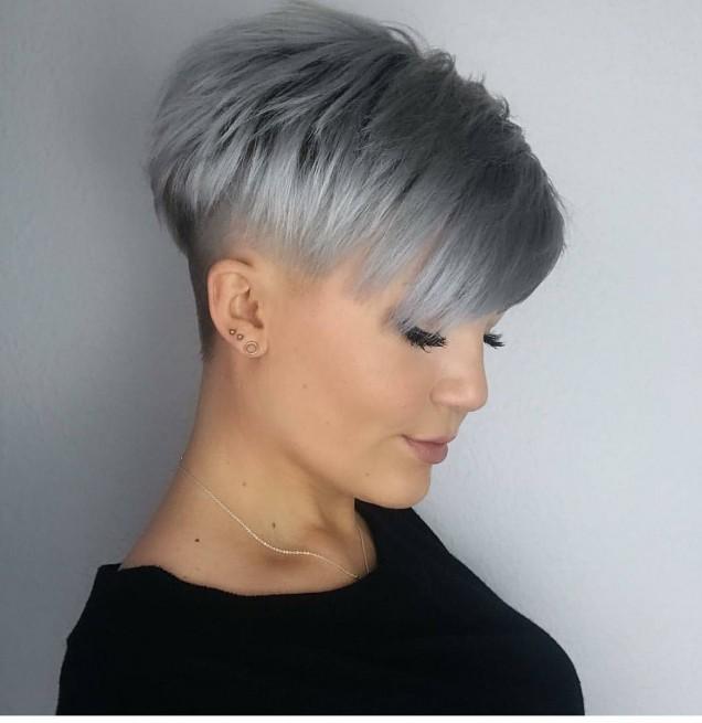 сиво-синя коса с бретон