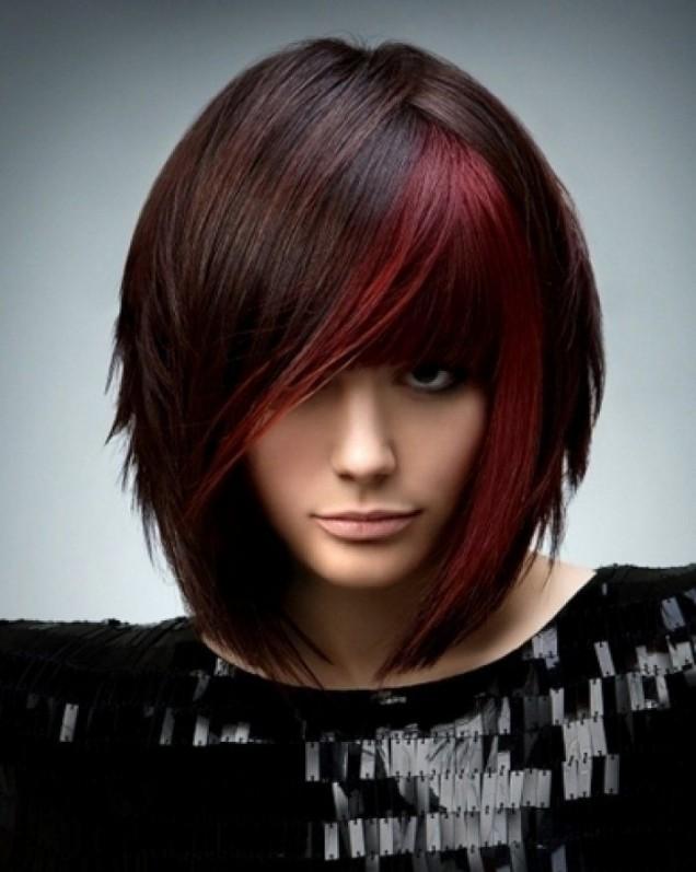 черна коса с червен акцент