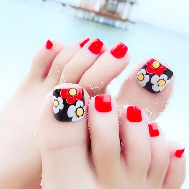 педикюр с цветя червено и черно