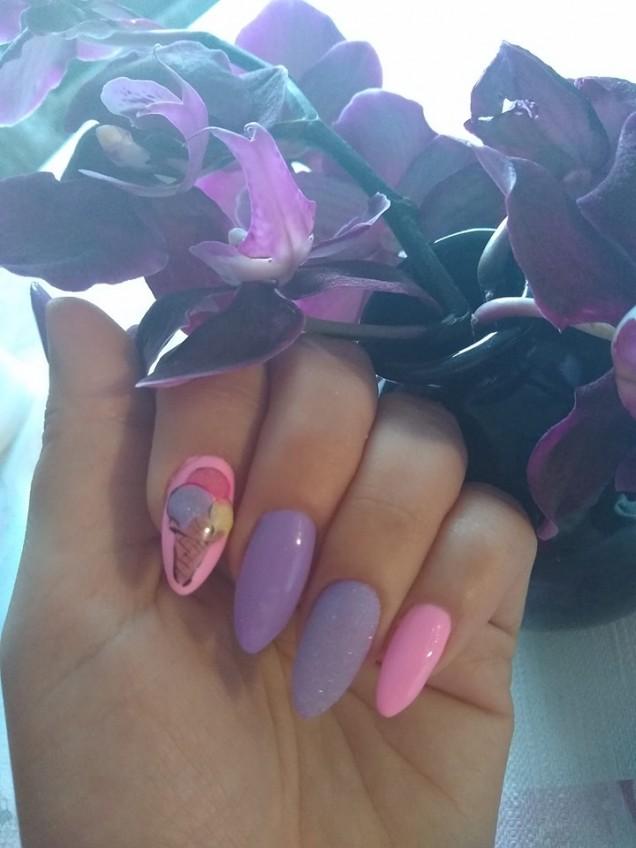 розово-лилав маникюр