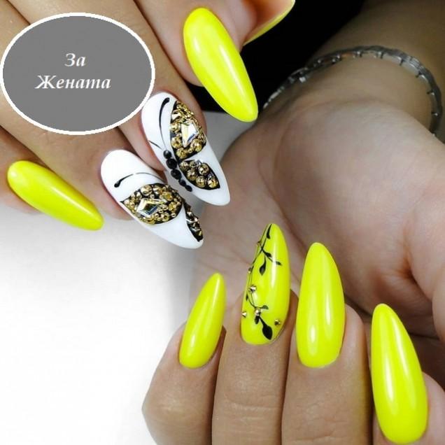 жълт маникюр с бяло и пеперуди