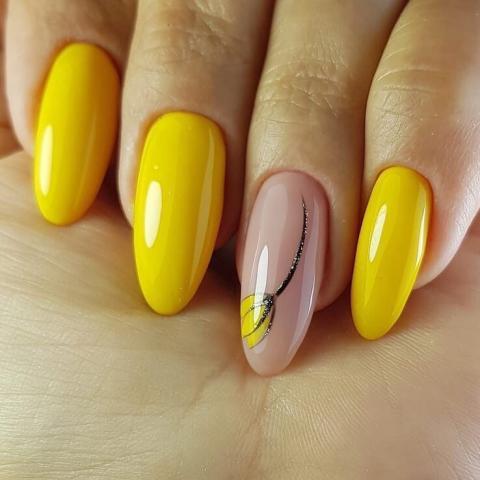 маникюр в красиво жълто