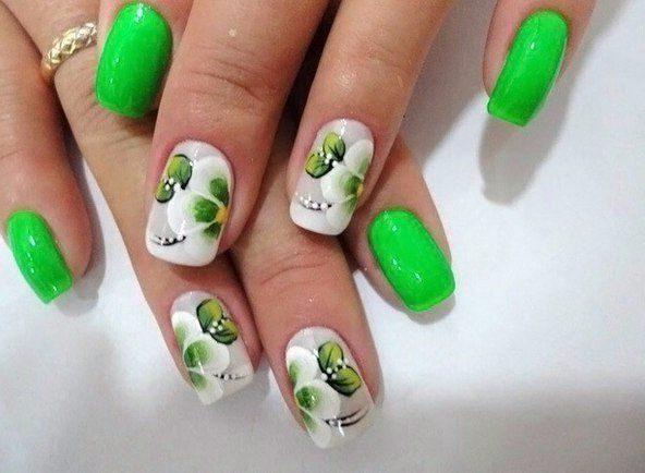 маникюр със зелени листа