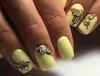 жълт маникюр с пеперуди и камъчета