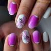 маникюр с нежно розови цветя