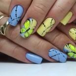 жълто-син маникюр с пеперудки