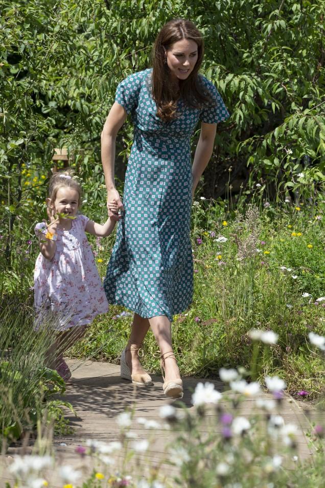Кейт Мидълтън романтична рокля