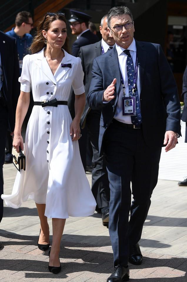 Кейт Мидълтън дълга бяла рокля