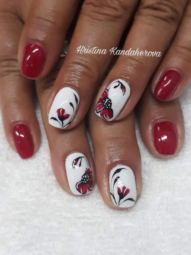 червено- бял маникюр