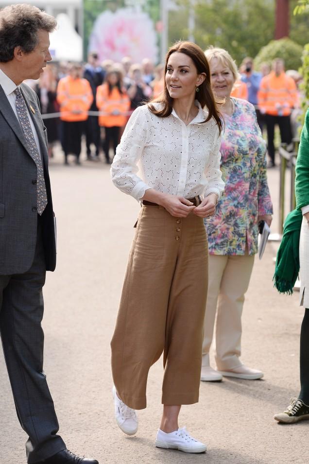 Кейт Мидълтън широки панталони