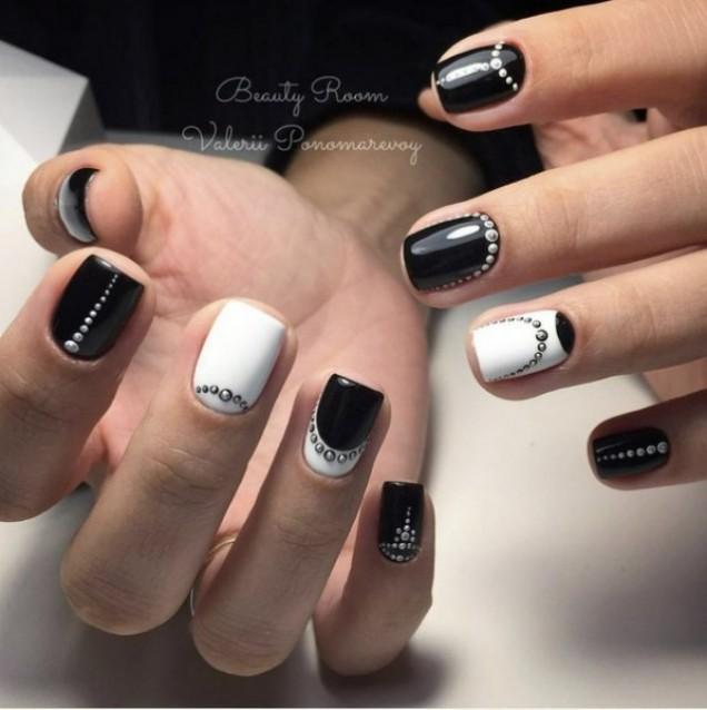 черно-бял маникюр за къси нокти