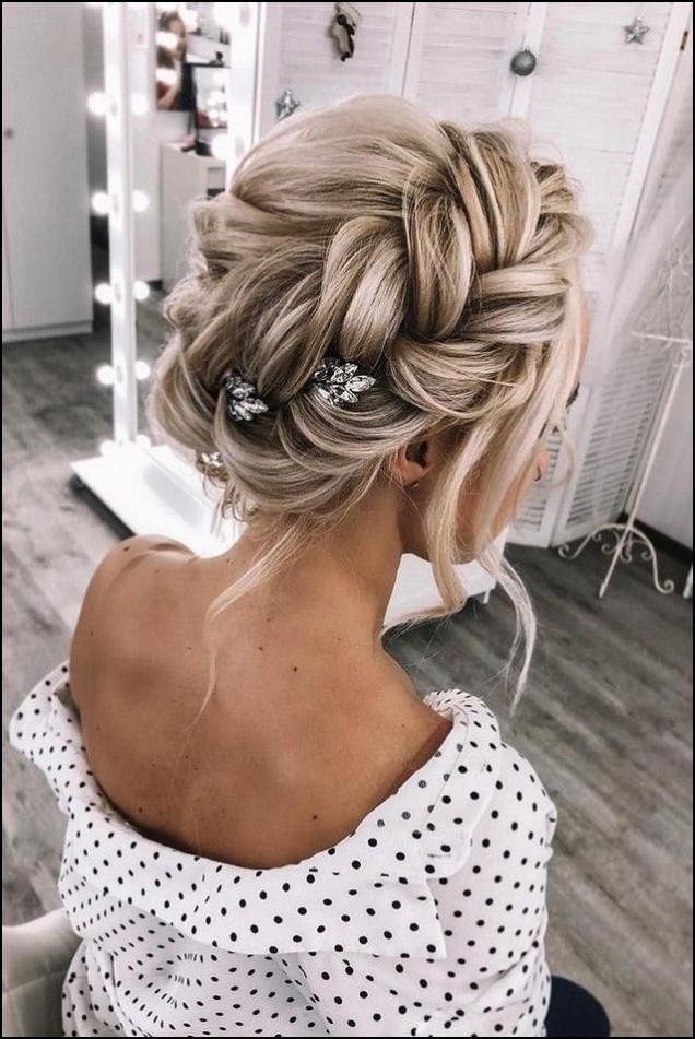 красив кок на руса коса