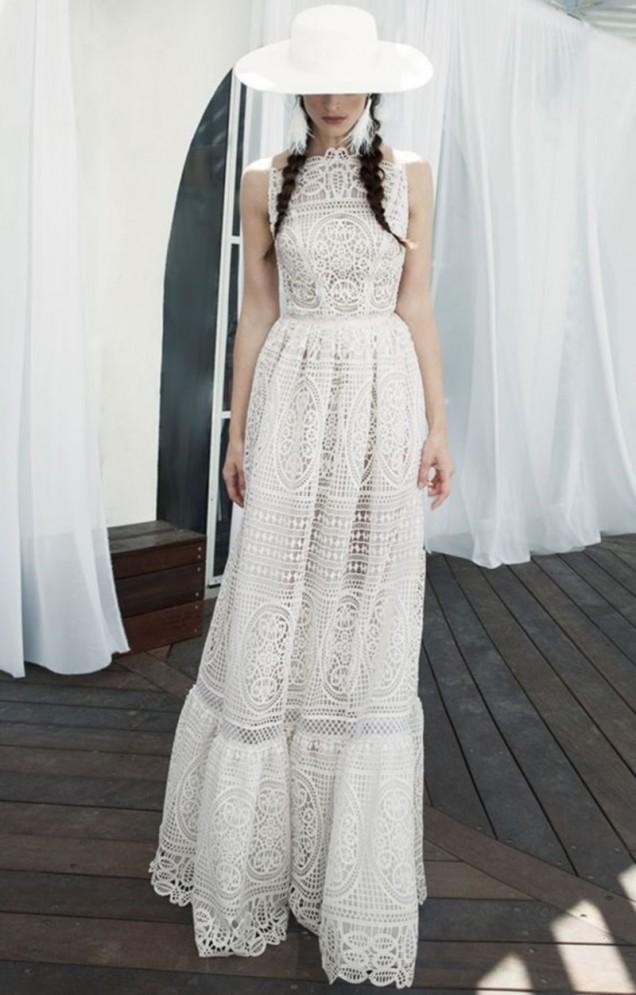 дантелена сватбена рокля
