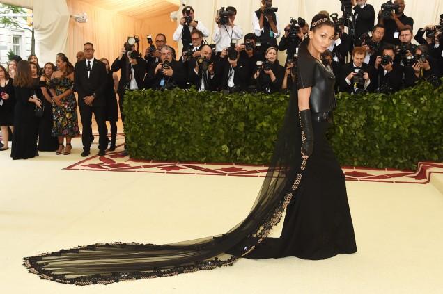 неудобна дълга рокля
