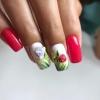 маникюр червено и бяло на цветя