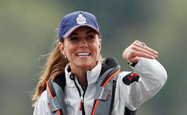 Кейт спортен екип