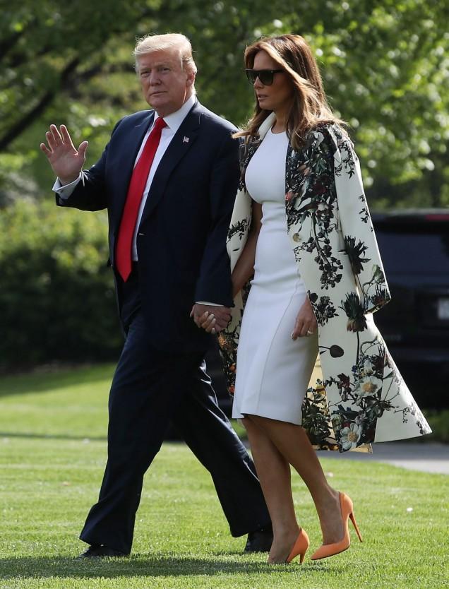 Мелания Тръмп бяла рокля и сако