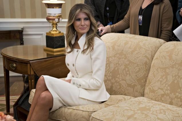 елегантен бял костюм