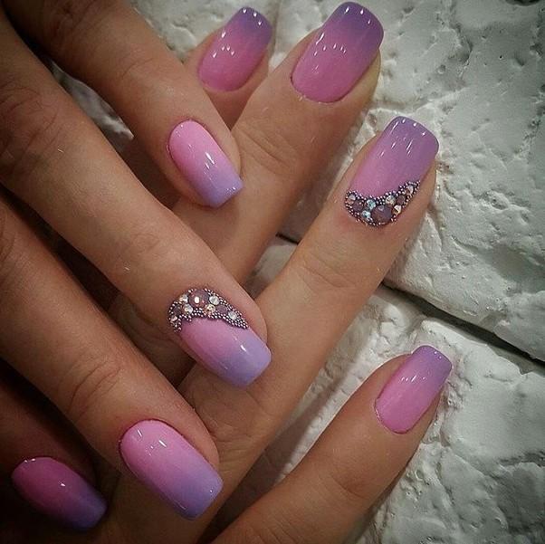 нежно лилаво омбре с камъчета