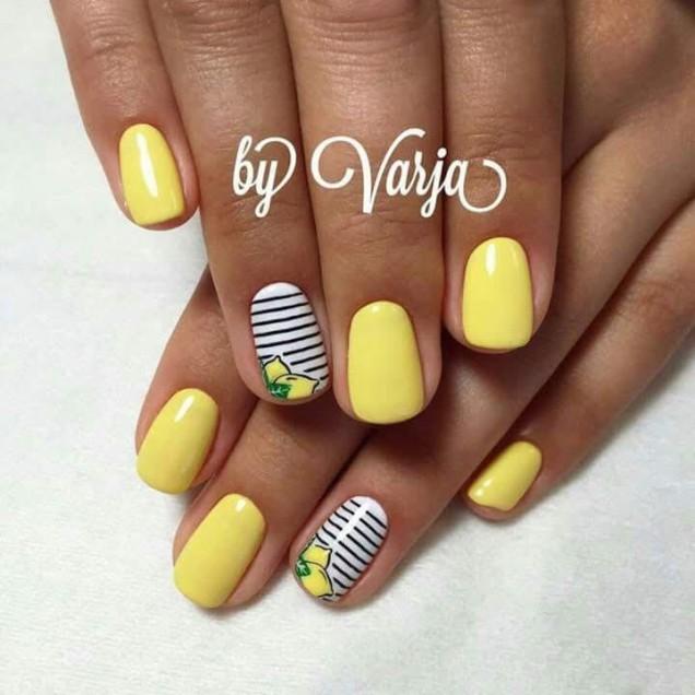 жълт маникюр с брокати