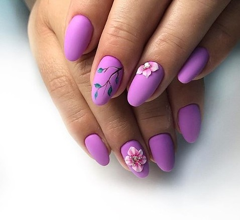 красив лилав маникюр