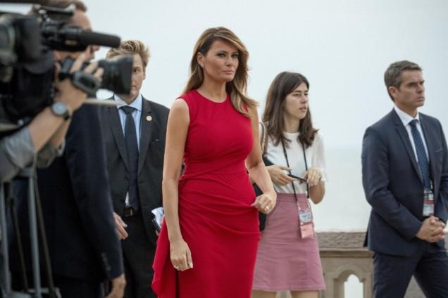 Мелания Тръмп червена рокля