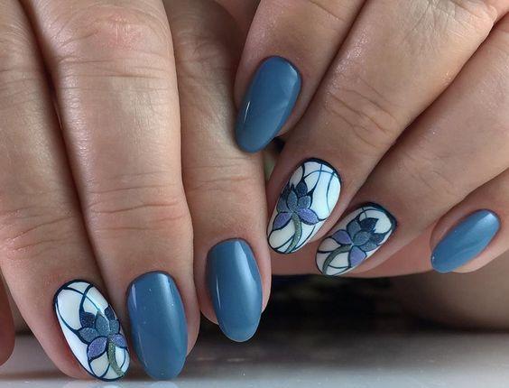 маникюр в красиво синьо