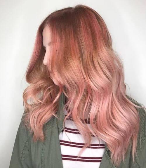 топло розово злато в косите
