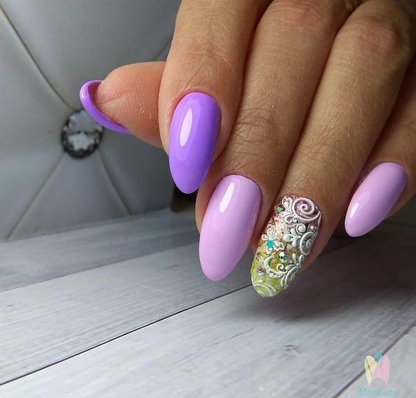нежно лилаво омбре с красиви орнаменти